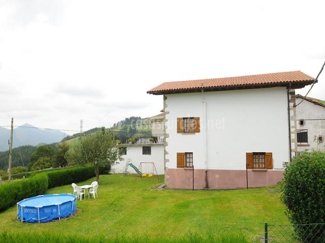 Casa rural intxurea en saldias navarra - Casa muebles jardin ...