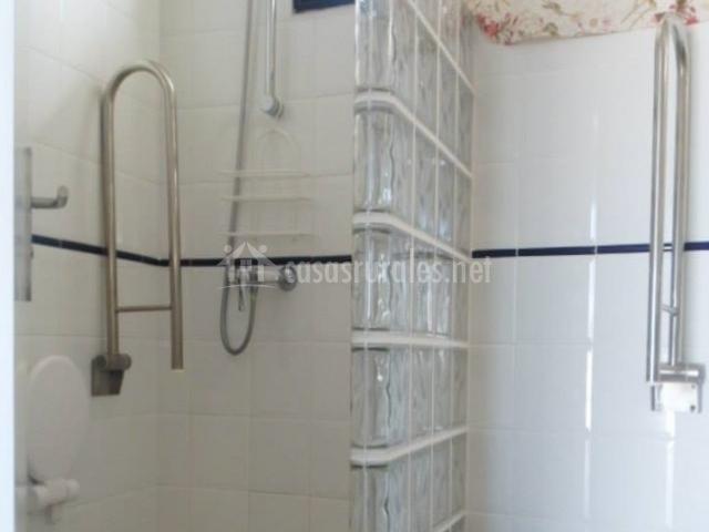 Casa Kari - Baño con ducha adaptada