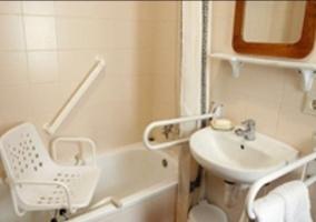 Aseo de la casa totalmente adaptado y con espejos