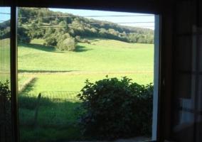 Sala de estar con ventanas y vistas
