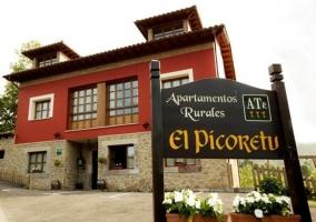 Fachada Apartamentos El Picoretu