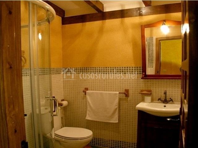 Casa almiar en nogales de pisuerga palencia - Ver cuartos de bano con plato de ducha ...
