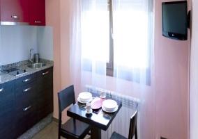 Dormitoro radiante con tonos de paredes rosados