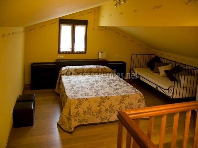 Casa tora o en sevares asturias - Dormitorios en buhardillas ...