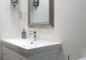 Baño con ducha hidromasaje