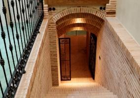 Escaleras y entrada a bodega