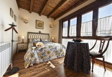 Dormitorio con amplio ventanal