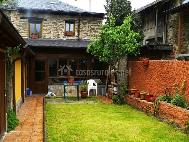 Casa rural fonfaquina en san cristobal de valdueza le n for Caminerias de jardin