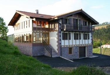 Agerrebereko Borda I y II - Etxalar/echalar, Navarra