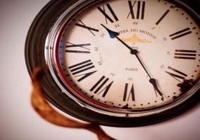 Reloj en habitación