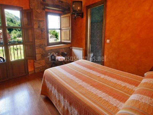 Habitación en naranja