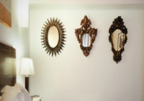 Espejos en la pared