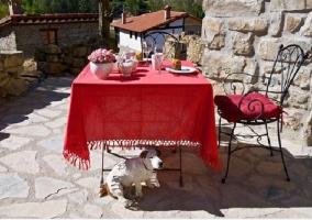 Mesa con desayuno en la terraza