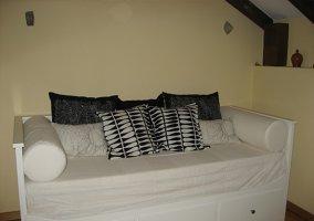 Sofá-cama en salita entreplanta