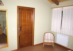 Habitación principal con cuna disponible
