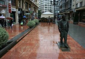 Estatua a Woddy Allen en Oviedo