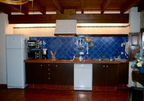 Sala de estar y cocina en el frente principal