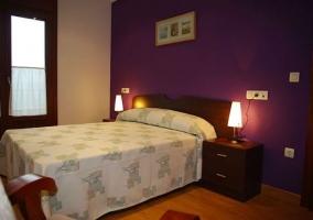 Con paredes en tono violeta