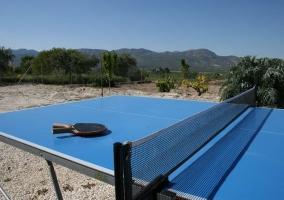 Con mesa de ping pong