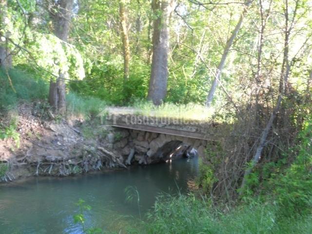 Puente romano sobre río Cigüela