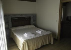 Dormitorio de matrimonio con sala de estar