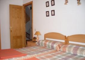 Dormitorio doble en tonos anaranjados