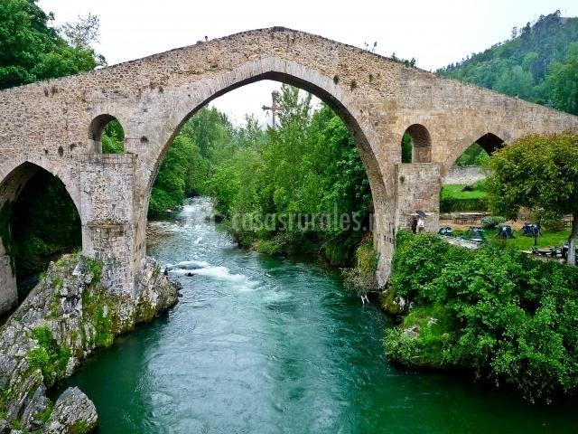 Puente Romano Matrimonio : Apartamento orandi apartamentos rurales en cangas de
