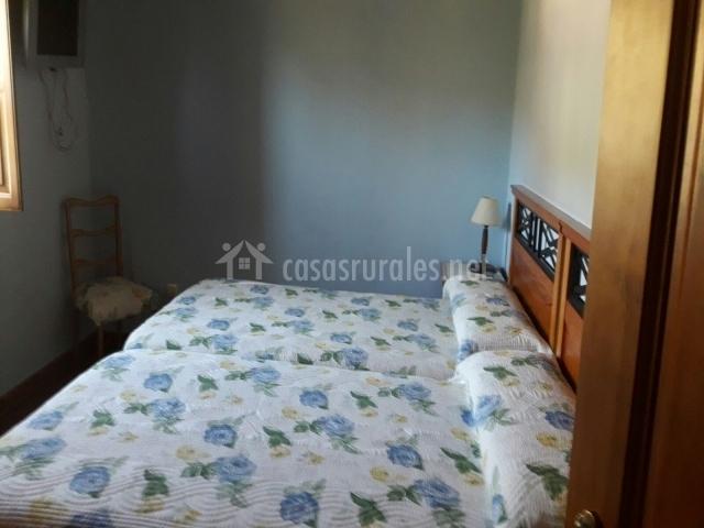 Habitación con camas juntas