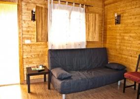 Amplio sofá para 2
