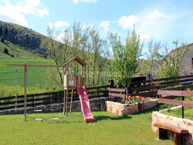 La chimenea de soria ii en espeja de san marcelino soria for Casa rural el jardin de san bartolome