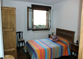 Dormitorio doble en tonos morados