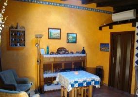 Loft con dormitorio abierto y sala de estar