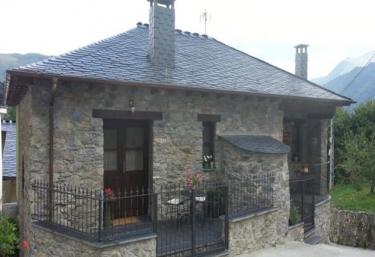 Casas rurales con chimenea en monco cangas de narcea for Casa rural con chimenea asturias