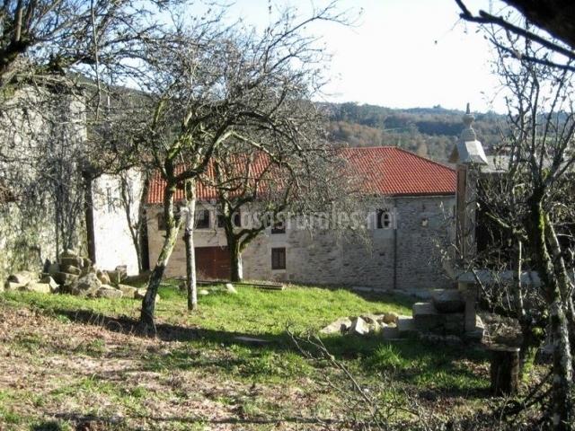 Casa rural a quintela en forcarei pontevedra for Casa rural con jardin