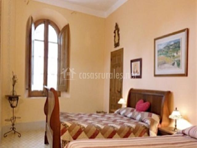 El castell hoteles rurales en torrelles de foix barcelona for Habitacion cuadruple barcelona