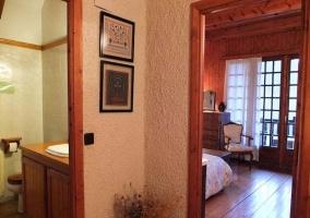 Pasillo de acceso al baño y habitación