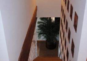Las escaleras de la posada son de madera