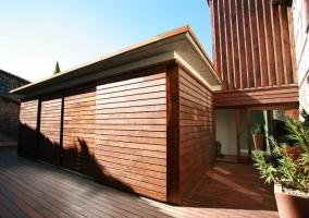 Preciosa terraza con madera