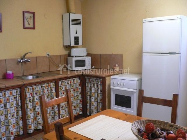 Casa de campo en beceite teruel for Cocinas para casas de campo