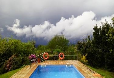 Casas rurales con piscina en estaci n as neves - Piscinas en pontevedra ...