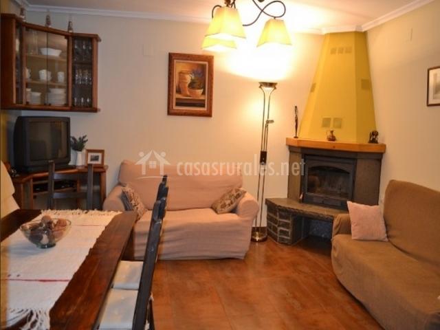Casa barosa en atares huesca - Chimeneas para salon de lena ...