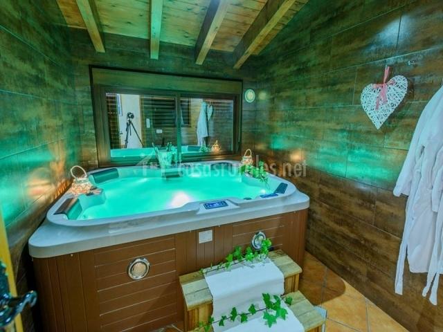 habitacin con techo de madera