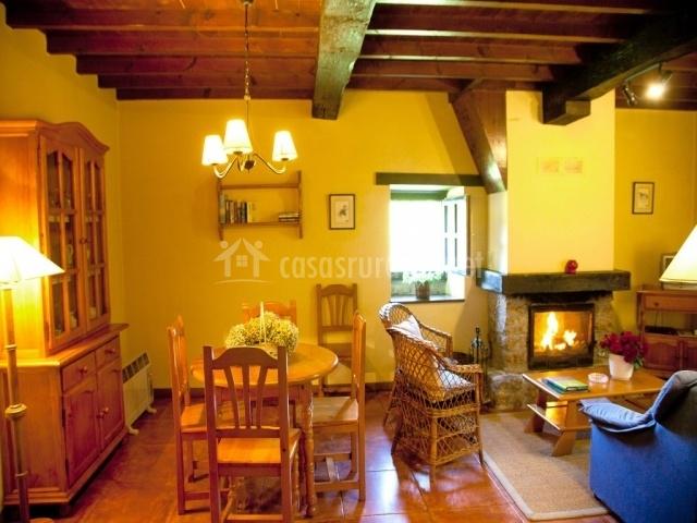 La caba a en sevares asturias for Sala de estar noche