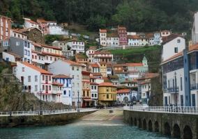 Cudilllero: mar y casco urbano