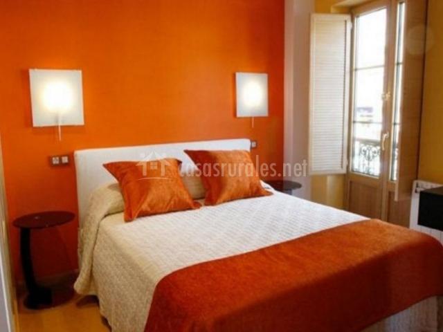 Apartamentos tur sticos albari o en vegadeo asturias - Habitaciones color naranja ...