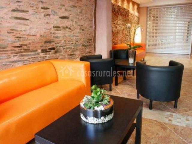 Sala De Estar Naranja ~ Sala de estar con sillones en naranja