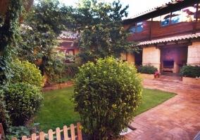 Patio con jardín