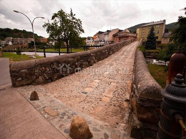 Puente Romano Matrimonio : Dos puentes en vega de espinareda león
