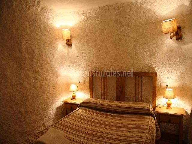 Cueva la mina al qulayat en castillejar granada for La cama de matrimonio