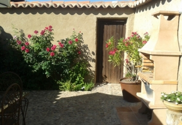 Casas rurales con barbacoa en santa clara de avedillo - Apartamentos las lilas ...